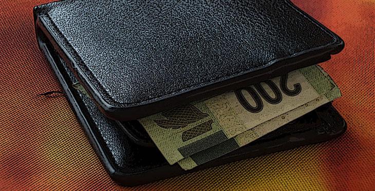99a0fb5943 Magari non scomparirà del tutto, ma il portafoglio nel 2017 potrebbe  diventare un accessorio decisamente obsoleto. Da un'analisi realizzata da  Affinion, ...