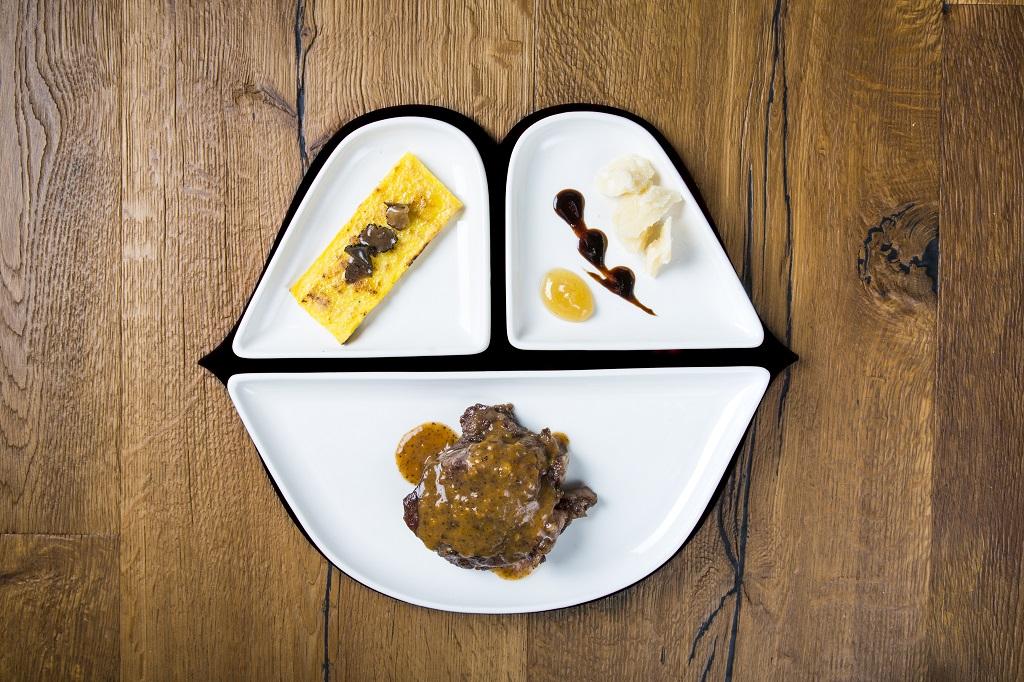 La bella addormentata-Guancialino di maiale tenerissimo, sfoglia di polenta tartufata e scaglie di Parmigiano 24 mesi