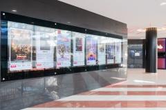 Monitor/locandine d'ingresso nella galleria pubblica del centro commerciale
